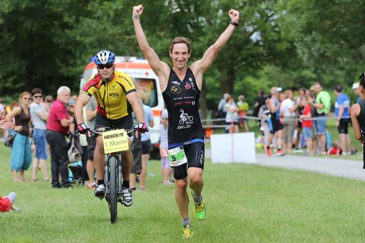 Andreas-Lassauer-Sieger-Olympische-Distanz-Zieleinlauf