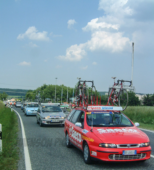 Deutschlandtour-2003-Bergwertung-Ebrach-Begleitauto-saeco-Team