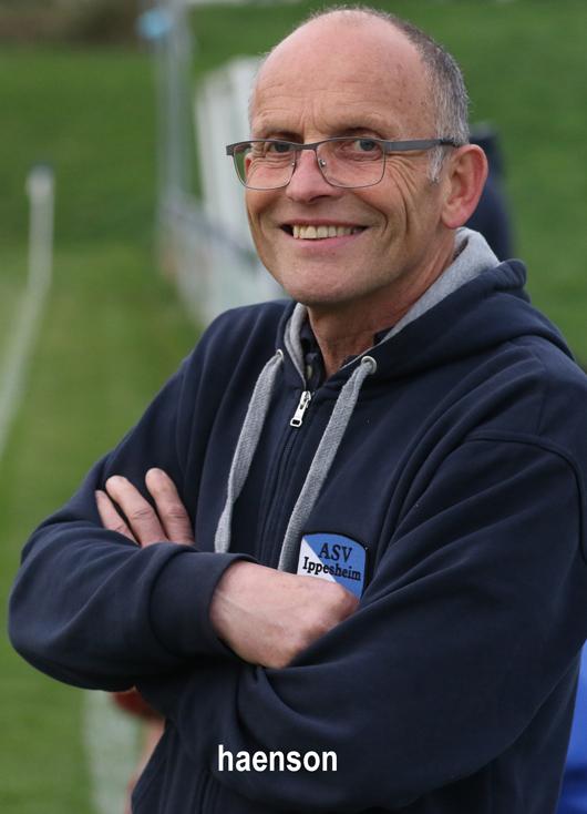 Erhard-Zink-Trainer-ASV-Ippesheim-hat-nach-dem-Sieg-gegen-Winterhausen-gut-lachen