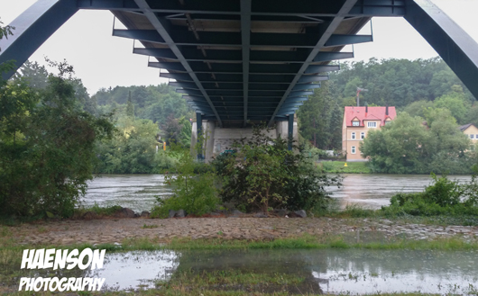 Kitzingen-Nordbrücke-Regenzeit-im-Juli-main