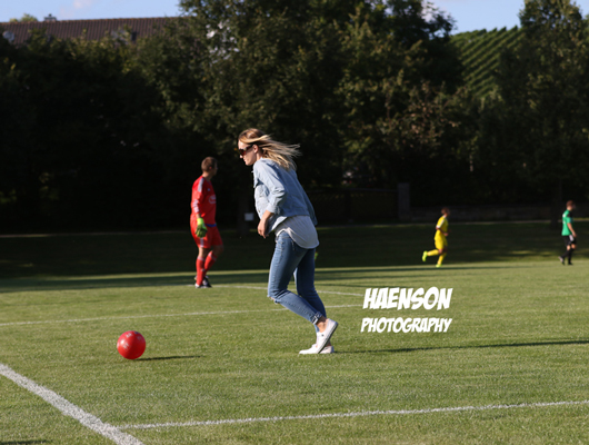 ups-war-war-der-Ball-im-Feld