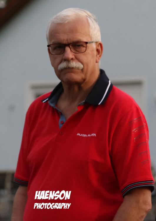 Aufmerksamer-Zuschauer-Kitzingens-Sportreferent-Manfred-Marstaller