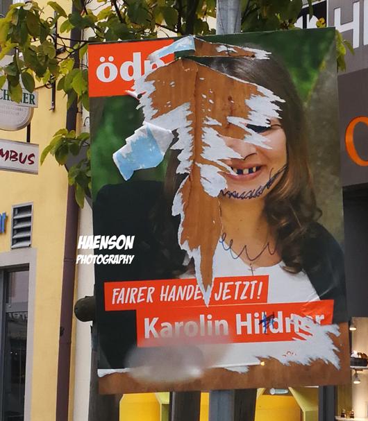 Beschmierte-Wahlplakate