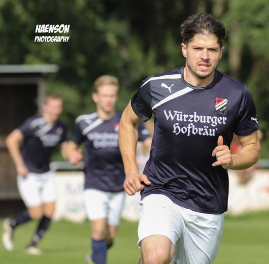 Felix-Manger-FC-Stadelschwarzach-im-anlaufen