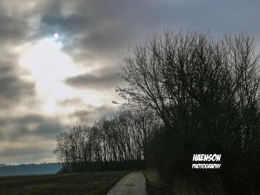 Spaziergang-durch-Kaltensonheims-Fluren-berdeckter-Himmel