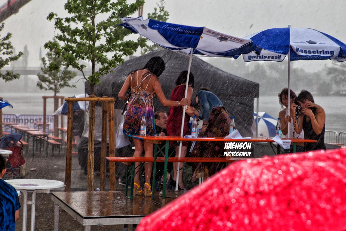 17-2011-05-05-Dramatisches-Ende-der-Vorendscheidung-beim-Maintopmodelwettbewerb-im-Rahmen-des-Kitzinger-Stadtfestes